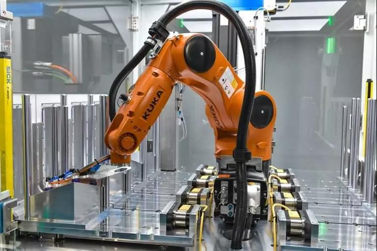 """机器人 """"浪潮"""" 涌来,中小型企业该如何选择?"""